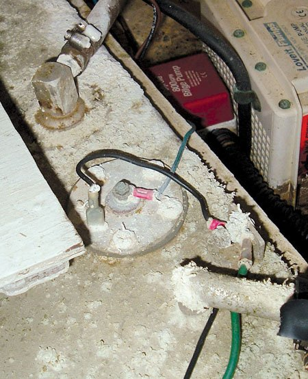 korrodeerunud-väikelaeva-juhtmestik, kuidas hooldada elektrisüsteemi